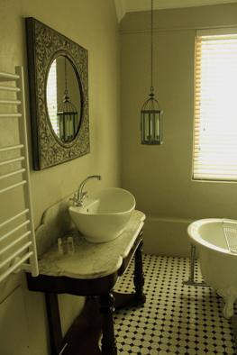 Barry House en-suite bedroom