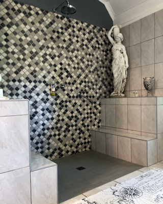 Duncan & Hubertha en-suite bath and shower