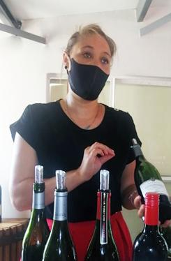 Leonie-explaining-wine